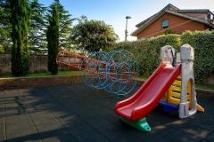 Alcuni dei giochi nel cortile della scuola Madre Maria Petković